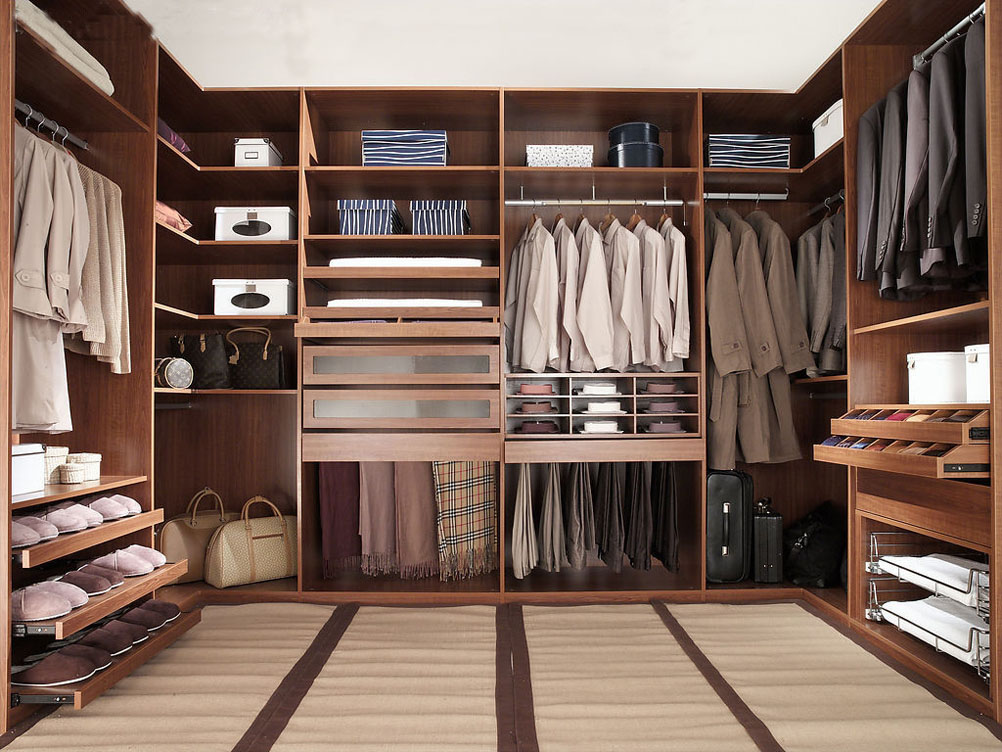 Walk-in-Closet-for-Men-Masculine-closet-design-1